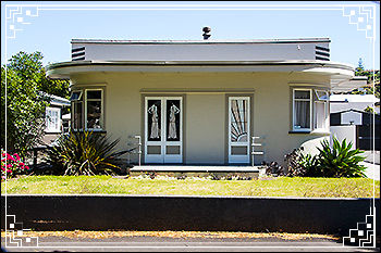 Hawkes Bay Scenic Tours - a typical Art-Deco-home