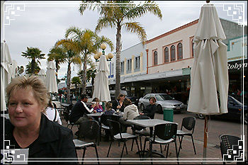 Hawkes Bay Scenic Tours - enjoying the Cafe-lifestyle,-Emerson-Street-Napier