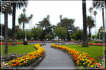 Hawkes Bay Scenic Tours - typical Napier city gardens, Clive-Square