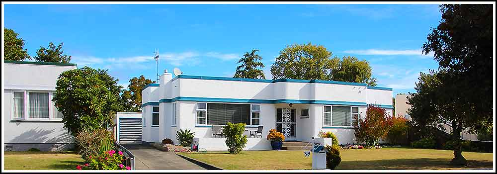 See Art Deco street scene in Napier New Zealand with Hawkes Bay Scenic Tours