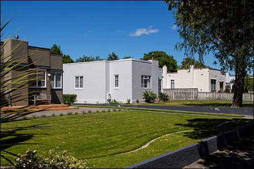 Streets lined with dozens of 1930's art deco homes with Hawkes Bay Scenic Tours