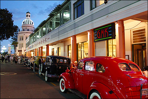 Many-Deco-cars-in-and-around-Napier-wirh-Hawkes-Bay-Scenic-Tours