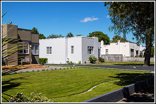 Streets of Art Deco homes with Hawkes Bay Scenic Tours
